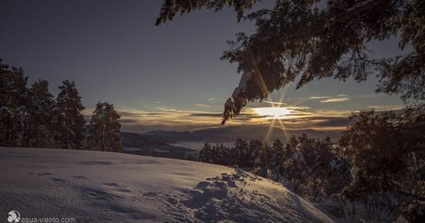 Winter in Katalonien - tief verschneite Landschaften bei bestem Wetter